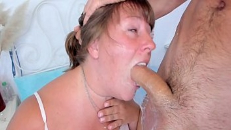 AMATEUR ROUGH THROAT FUCK FOR CHUBBY MOM